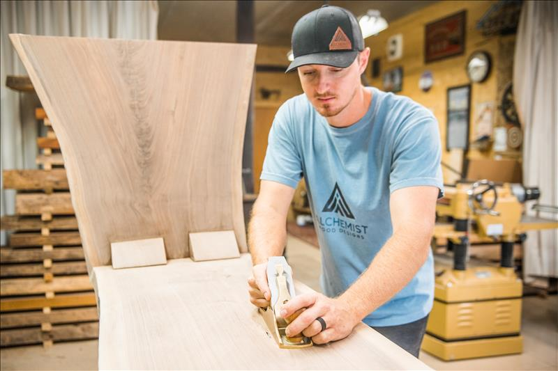 Alchemist turns wood into 'gold'