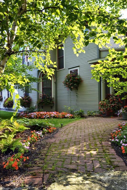 Mary, Mary...Campbells create garden masterpiece