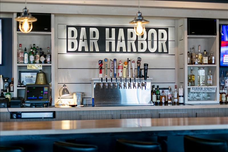 Bar Harbor: Affordable family dining with a view of the bay