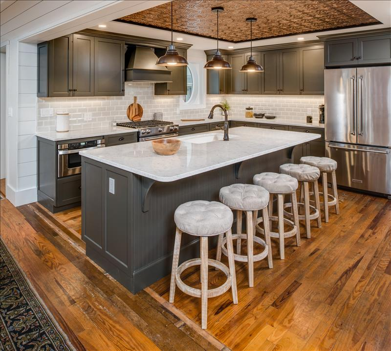 Modern touches complement historic lakeside cottage